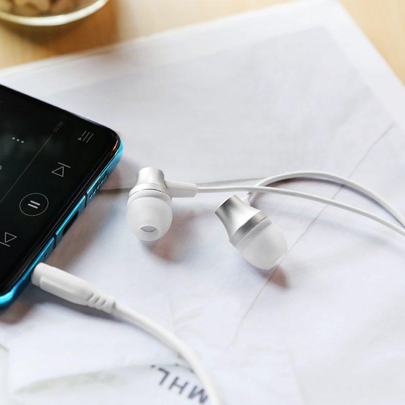 Wired earphones BM38 Bright sound