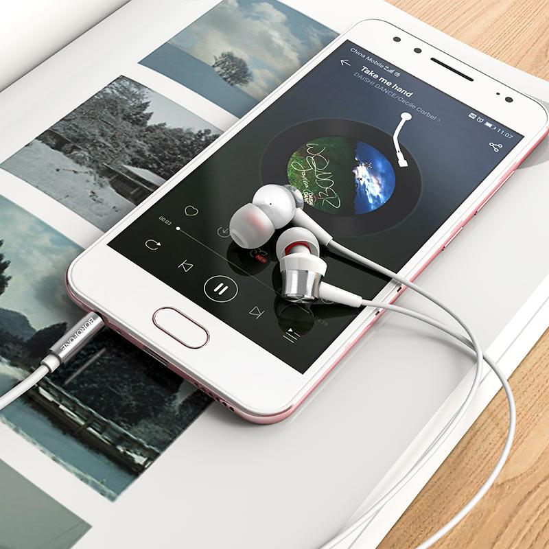 Wired earphones BM52 Revering